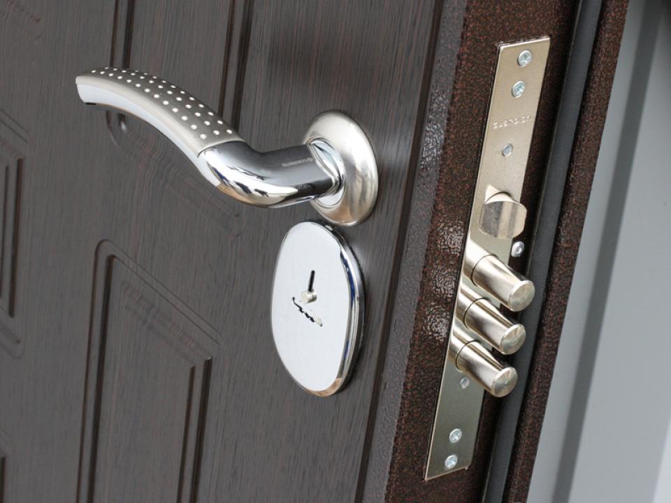 купить ручку дверную для металлической двери